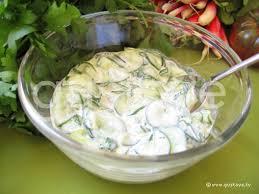 comment cuisiner un concombre salade de concombre au yaourt la recette gustave