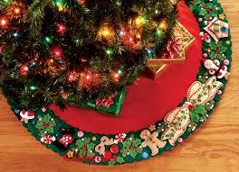 Marys Wreath 42 Bucilla Felt Christmas Tree Skirt Kit 85466