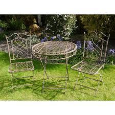 ronde de jardin avec deux chaises en fer forgé