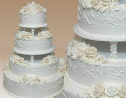 Traditional wedding cakes at Montilios