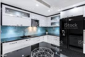 schwarz und weiß hochglanz küche stockfoto und mehr bilder arbeitsplatte