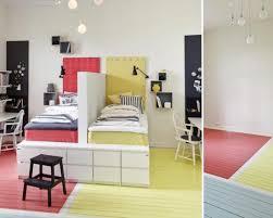 separation de chambre séparer avec les couleurs momes