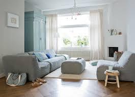 moderne graue polstermöbel im wohnzimmer bild kaufen