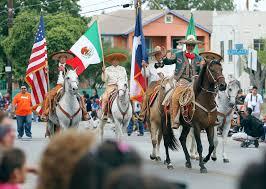Parade Float Decorations In San Antonio by Parade Entrants Crowd Celebrate Diez Y Seis San Antonio Express