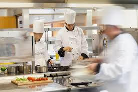 aide de cuisine en collectivité aide cuisinier salaire études rôle compétences regionsjob