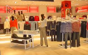 Womens Clothing Retail Display Tables And Hang Folds