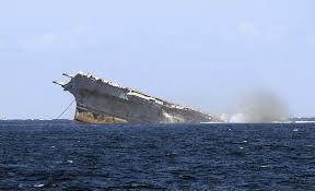 plus gros porte avion du monde la mer dépotoir ou refuge
