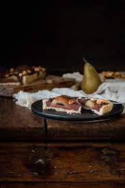 schoko haselnuss tarte mit pochierten vanille birnen