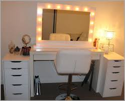 Appealing Makeup Vanity Table with Lighted Mirror Accessories