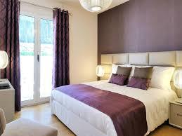 chambre avec tete de lit capitonn lit tete de lit capitonnée unique chambre a coucher beige et brune
