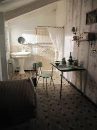 chambres de bonnes finding your parisian crib mozafari