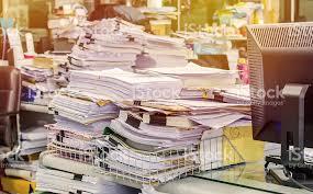 le de bureau à pile pile de documents sur le bureau pile jusquà photos et plus d
