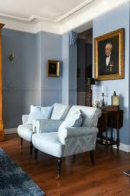 zwei hellblaue sessel im klassischen bild kaufen