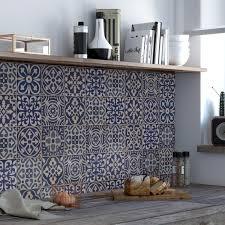 habillage cuisine habiller les murs de la cuisine de carrelage carreaux de ciment gris
