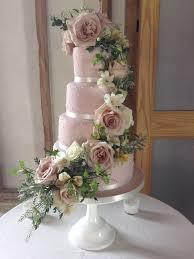 BESPOKE WEDDING CAKE WITH FRESH FLOWERS