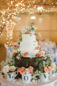 Love This Rustic Cake Table