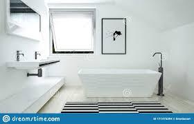 das moderne badezimmer mit kontrastinnenraum stock abbildung
