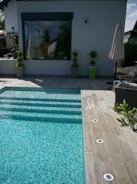 margelle piscine en bois les 25 meilleures idées de la catégorie amenagement piscine sur