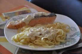 cuisiner pavé de saumon poele pavé de saumon et sa sauce à l échalote nanou fait sa cuisine