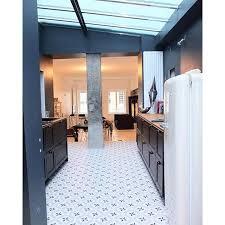 sol cuisine une cuisine avec un sol carreaux de ciment ciment tiles home