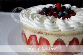 dessert avec creme fouettee le fraisier crème mousseline et chantilly très vanillée les