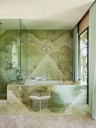 grüner marmor im bad jadegrün mit großen adern badewanne