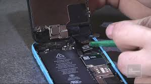 How to fix and replace a broken iPhone screen in under 10 minutes