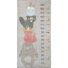 toise chambre bébé tapis totem coton gris pour chambre bébé garçon par nattiot