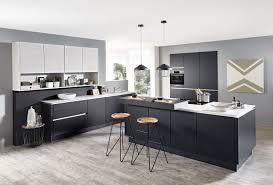 grifflose designküche mit hochwertigen lacklaminat schwarz