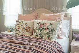 blume vintage schlafzimmer interieur mit kissen und rosa gestreiftemblau stockfoto und mehr bilder 2015