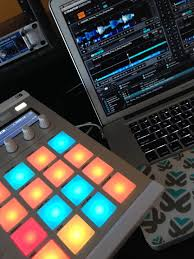 Traktor Remix Decks Vs Ableton by How To Use Maschine In A Dj Set Ask Audio