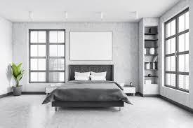 graues schlafzimmer mit leinwand über bett mit grauem