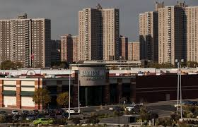Outrage in Bronx as Barnes & Noble Is Set to Close The New York