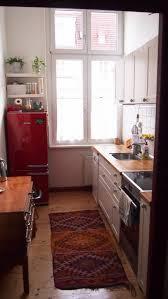 gemütliche kleine küche in herbstfarben in berliner 1 5