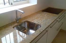plan de travail cuisine marbre plan de travail en madura gold evier sous plan en inox blancosupra