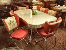 An Especially Pretty Vintage Dinette Set Ive Never Seen One With Painted Accents Like This Reminds Me Of My Grama