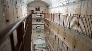 metz un ancien surveillant de prison empêche une évasion en
