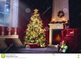 wohnzimmer verziert für weihnachten stockfoto bild