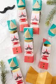 Christmas Tree Shop Shrewsbury Ma by Best 25 Christmas Crackers Ideas On Pinterest Holiday Calender