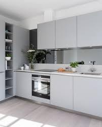 75 küchen mit rückwand aus spiegelfliesen und laminat ideen
