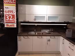 moderne l küche in weiß hochglanz