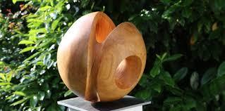 skulpturen aus holz ein faszinierendes material der