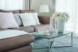5 möglichkeiten kissen auf dem sofa anzuordnen decor tips