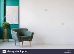 minimalistische wohnzimmer interieur mit leeren weißen wand
