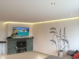 wohnzimmer mit integrierter led beleuchtung frieg spanndecken