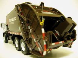 First Gear Republic Services Rear Load Trash Truck.   Flickr