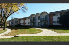 2 Bedroom Apartments For Rent In Milwaukee Wi by Deer Trail Apartments 9800 9875 Menomonee Park Court Milwaukee