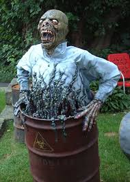 Scary Halloween Props For Haunted House by 12 Last Minute Super Scary Diy Outdoor Halloween Decorations
