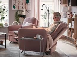 einrichtungsidee für ein wohnzimmer in braun rosa ikea