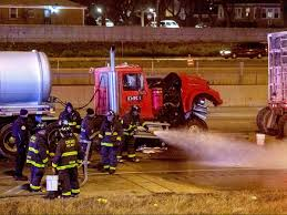 100 Truck Accident Chicago 3 Injured In Dan Ryan Crash Involving Leaking Tanker SunTimes